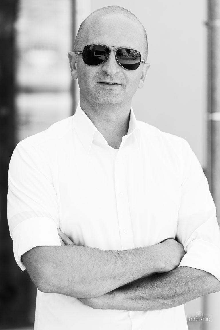 Portrait Mann Schwarz Weiss